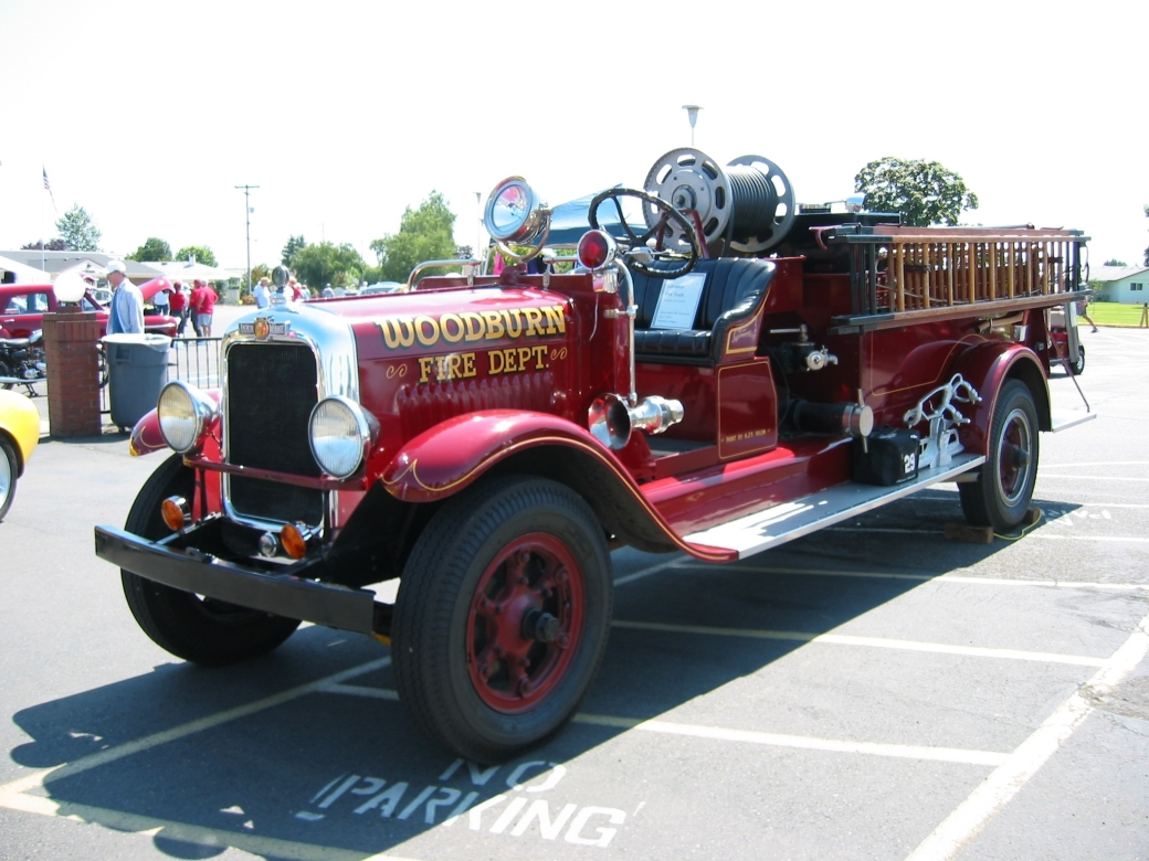 Woodburn 1927 LaFrance Fire Engine (2) (2015_04_23 15_40_55 UTC)